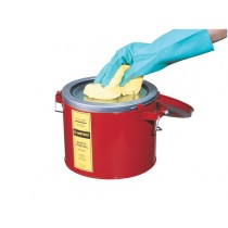 Justrite Swab Pail With Dasher Plate For Sponging Operations, Hinged Cover, 6 Quart, Red (#10471)